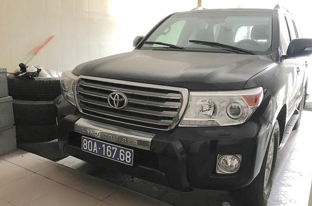 Chiếc xe hiệu Toyota Land Cruiser XV sản xuất năm 2014 mang BKS 80A-167.68 (UBND tỉnh Nghệ An sử dụng).