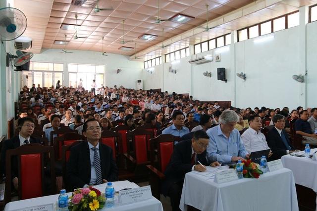 Hàng trăm cán bộ trường ĐH Y Dược Huế cùng đội ngũ y – bác sĩ tại các tỉnh thành cũng như địa phương đã tham dự buổi hội thảo quốc tế