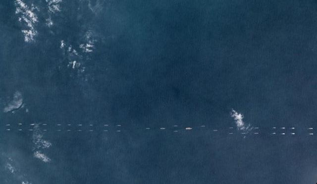Hình ảnh vệ tinh của Planet Labs Inc cho thấy nhóm tàu sân bay Trung Quốc tập trận ở ngoài khơi đảo Hải Nam. Ảnh: Reuters