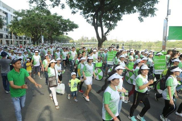 Các đường chạy đầy màu xanh -, màu đặc trưng của Herbalife Việt Nam