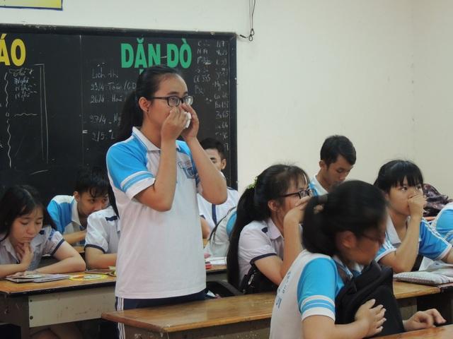 Em Phạm Song Toàn phát biểu trong buổi nói gặp gỡ tại lớp với cô giáo dạy Toán nhiều tháng không nói, không giảng bài.