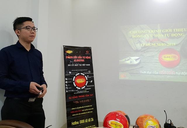 Ông Chu Sơn Tùng, giám đốc Thiên Mộc Phát chia sẻ về công dụng của thiết bị này