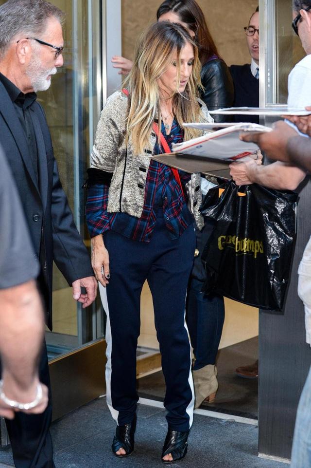 Nữ diễn viên Hollywood - Sarah Jessica Parker - cũng hứng thú với phong cách này.
