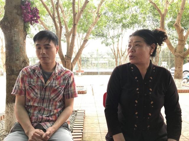 Bà Nguyễn Thị Nguyệt phải chịu thương tật đến 25% sau khi bị xe ô tô của Đ tông phải. Bà vô cùng bức xúc khi thấy Nguyễn Đình Đ vẫn nhởn nhơ ngoài vòng pháp luật.
