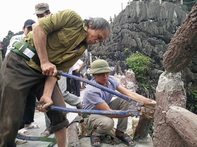 Tổ thợ tiến hành tháo dỡ công trình khủng xâm hại di sản Tràng An.
