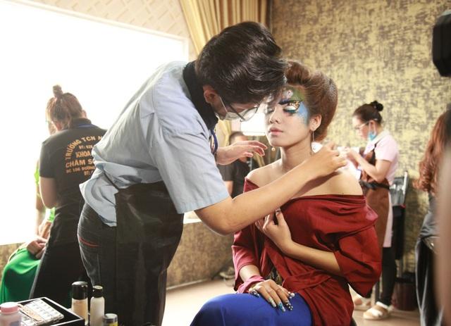 Các bạn trẻ ở TPHCM thể hiện tay nghề làm đẹp trong nhiều bộ môn liên quan đến chăm sóc sắc đẹp