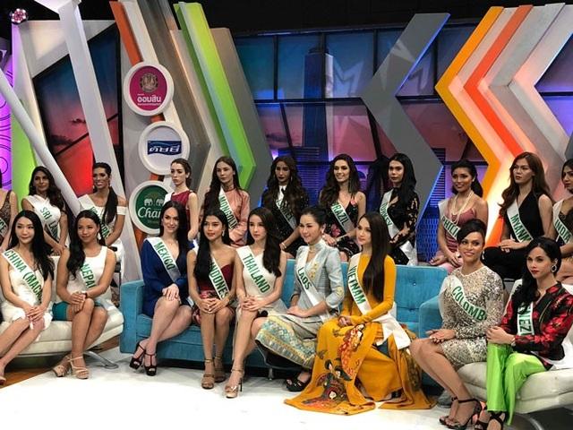 Hương Giang đẹp rực rỡ ghi hình cho đài truyền hình Thái Lan - 4