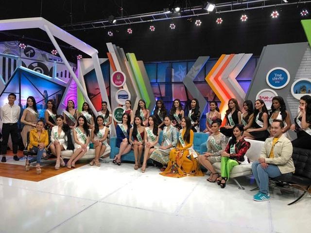 Hương Giang đẹp rực rỡ ghi hình cho đài truyền hình Thái Lan - 5