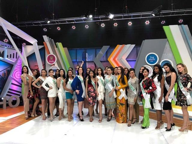 Hương Giang đẹp rực rỡ ghi hình cho đài truyền hình Thái Lan - 6