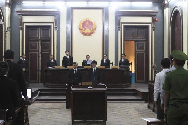Chủ tọa đọc thông báo mở phiên xử vụ cố ý làm trái xảy ra tại NaviBank
