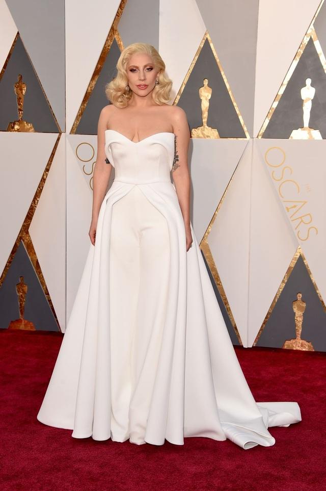 Lady Gaga trong bộ váy của Brandon Maxwell tại lễ trao giải Oscar năm 2016