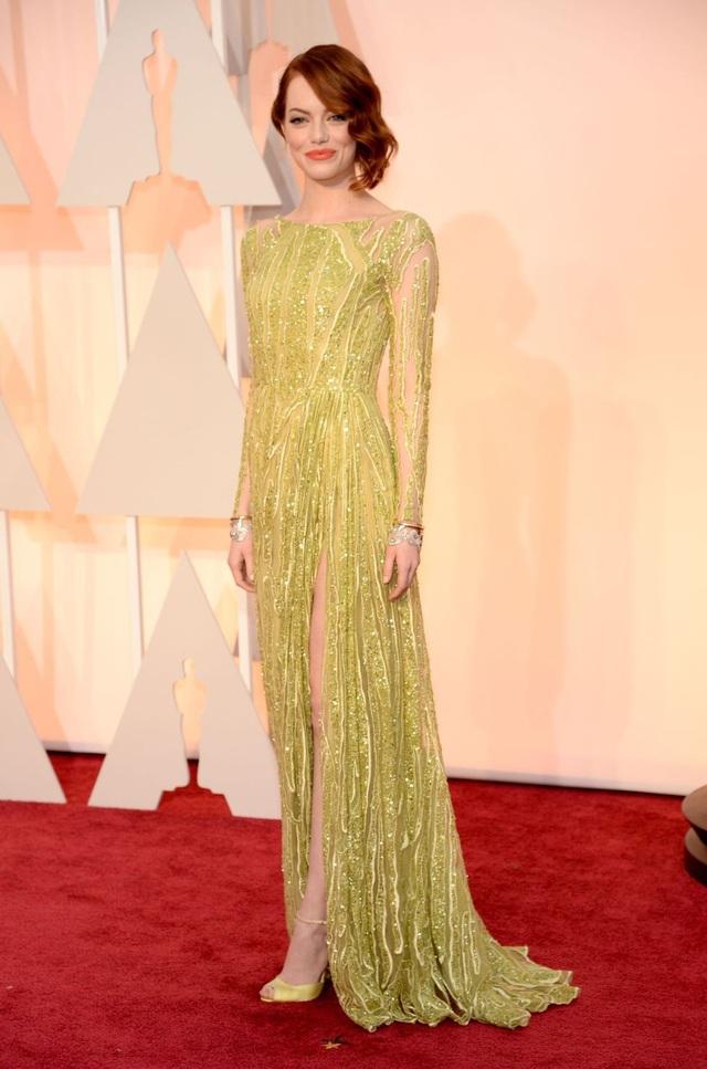 Emma Stone trong bộ váy của Elie Saab tại lễ trao giải Oscar năm 2015