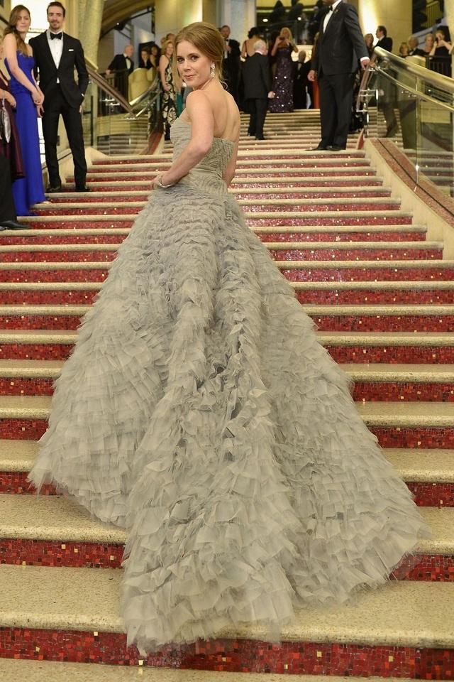 Amy Adams trong bộ váy của Oscar de la Renta tại lễ trao giải Oscar năm 2013