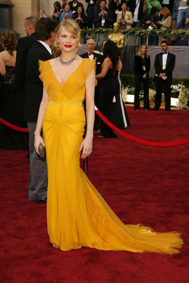 Michelle Williams trong bộ váy của Vera Wang tại lễ trao giải Oscar năm 2006