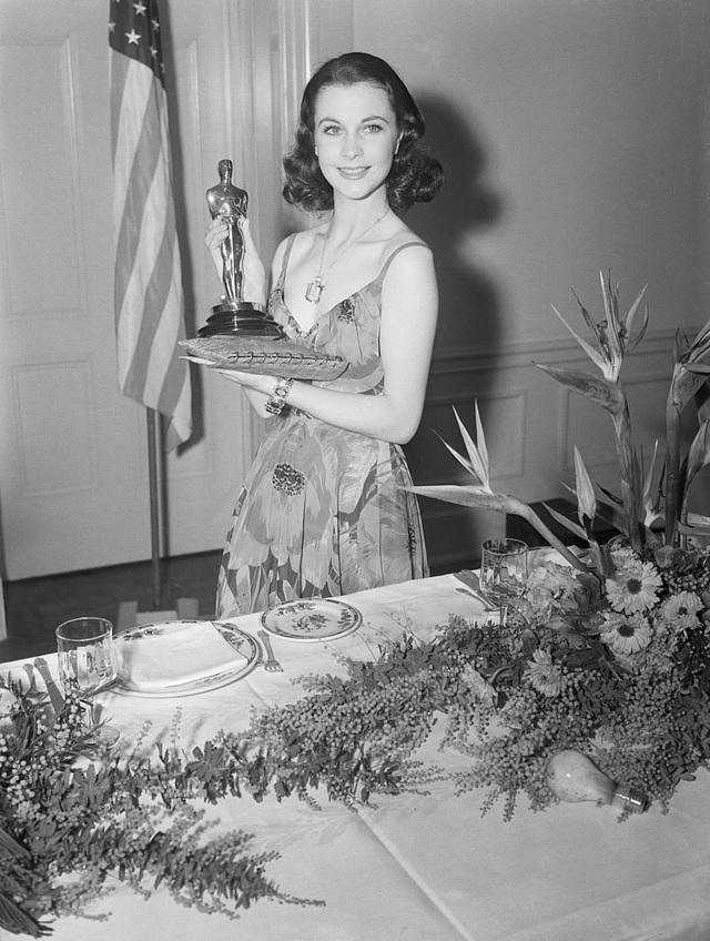 Vivien Leigh tại lễ trao giải Oscar năm 1940
