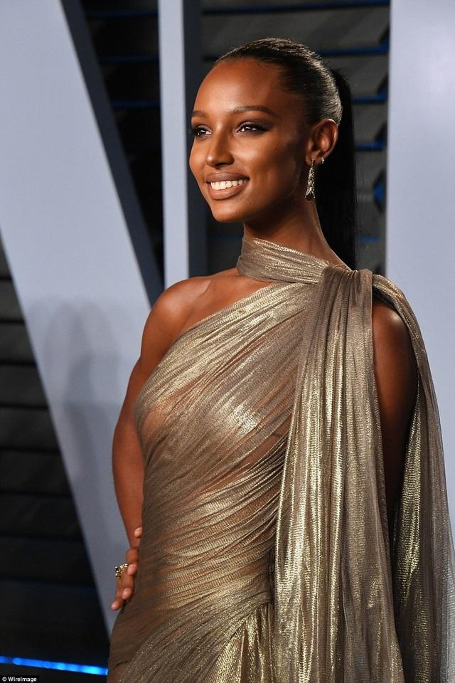 Thiên thần nội y da màu người Mỹ Jasmine Tookes, 27 tuổi