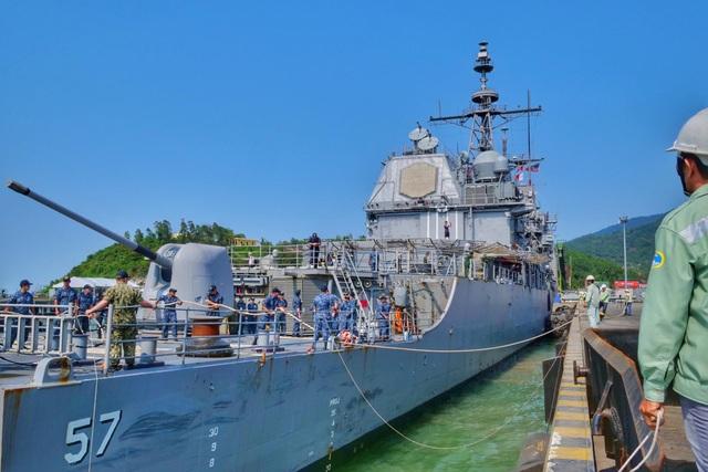 Hình ảnh nơi neo đậu của tàu Hải quân Mỹ tại cảng Tiên Sa - 4