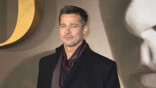 Brad Pitt chủ động liên lạc, động viên và đưa ra những lời khuyên cho vợ cũ Jennifer Aniston sau khi hay tin cô chia tay người chồng thứ hai.