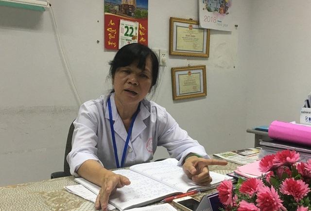 Bác sĩ Phan Thị Phụng, trưởng khoa Hồi sức tích cực Chống độc BVĐKTP Cần Thơ trao đổi với PV