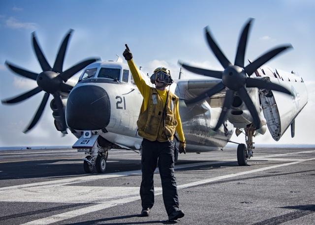 Máy bay vận tải C-2A Greyhound được trang bị 2 động cơ Allison T56-A-425. Máy bay này có thể vận chuyển nhu yếu phẩm từ đất liền cho tàu sân bay trong vài giờ đồng hồ.
