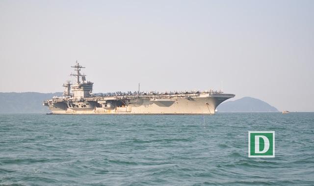 Tàu có chiều dài 332,8 mét và chiều rộng 76,8 mét.