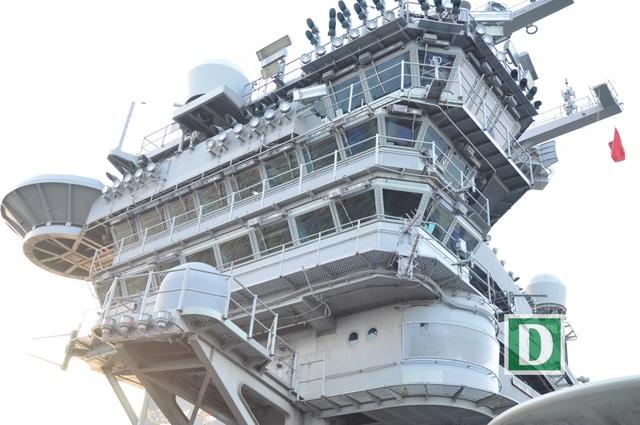 """Tàu này có biệt danh """"Đại bàng Vàng"""" (Golden Eagle), lấy khẩu hiệu là """"Sức mạnh từ biển cả"""" (Vis Per Mare)"""