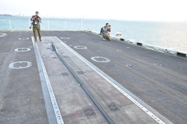 Đường băng trên tàu sân bay USS Carl Vinson