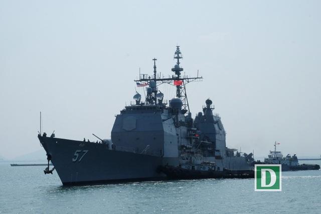 Cận cảnh tàu sân bay Mỹ tại vịnh Đà Nẵng - 10