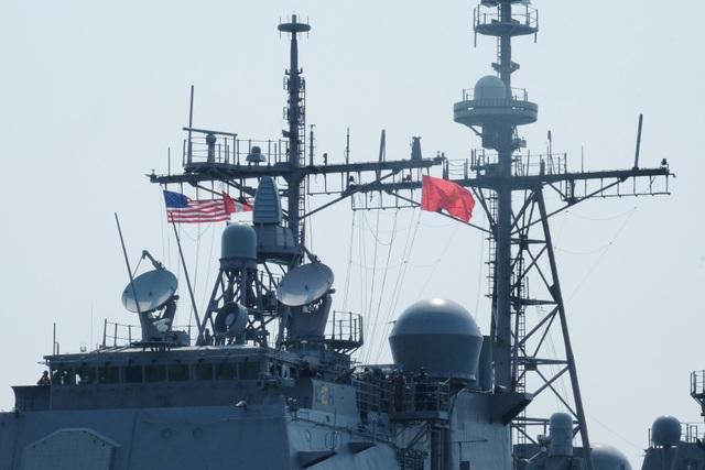 Cận cảnh tàu sân bay Mỹ tại vịnh Đà Nẵng - 11