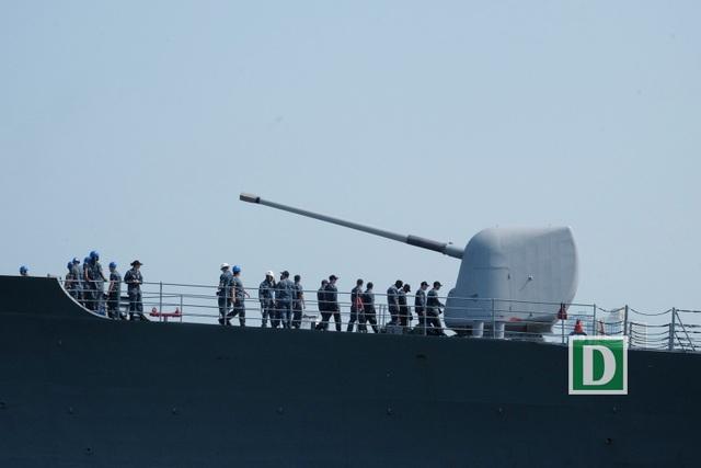 Đi cùng tàu sân bay USS Carl Vinson đến thăm Đà Nẵng tuần này là tuần dương hạm có tên lửa dẫn đường USS Lake Champlain (CG 57)...
