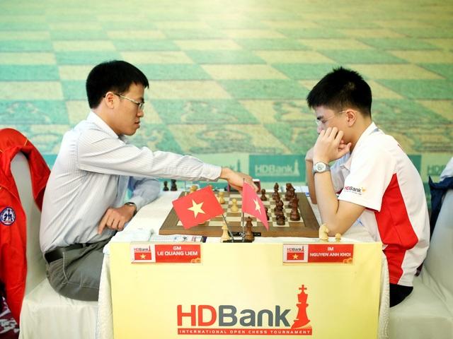 Kỳ Thủ Lê Quang Niêm của Việt Nam- hiện xếp hạng 22 thế giới đấu cùng  Kỳ thủ Nguyễn Anh Khôi– vô địch thế giới U 10, đương kim vô địch Cờ vua Việt Nam 2016, tại giải HDBank cup