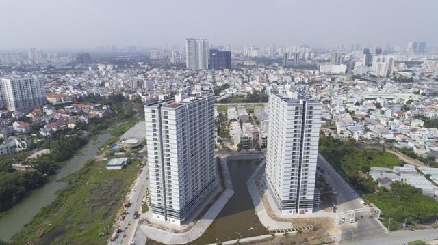 Ngoài hồ điều hòa Thiên Nga, Jamona Apartment còn được tích hợp hệ thống điện Mặt trời bởi TTC Energy – Sharp