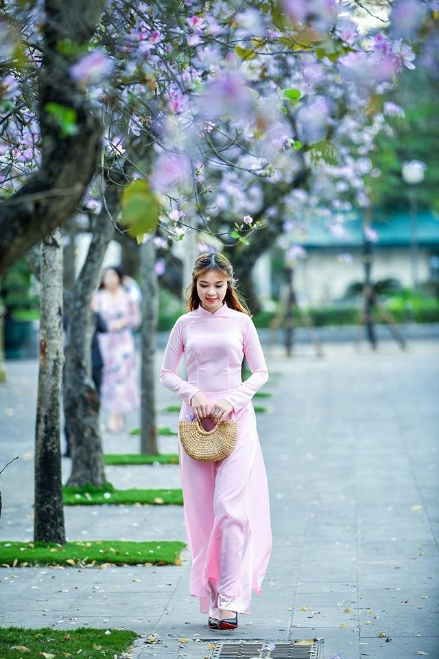 Nữ sinh 9X bên sắc tím hoa ban giữa lòng Thủ đô - 10