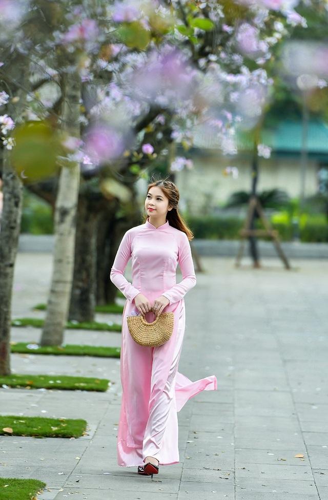 Nữ sinh 9X bên sắc tím hoa ban giữa lòng Thủ đô - 1