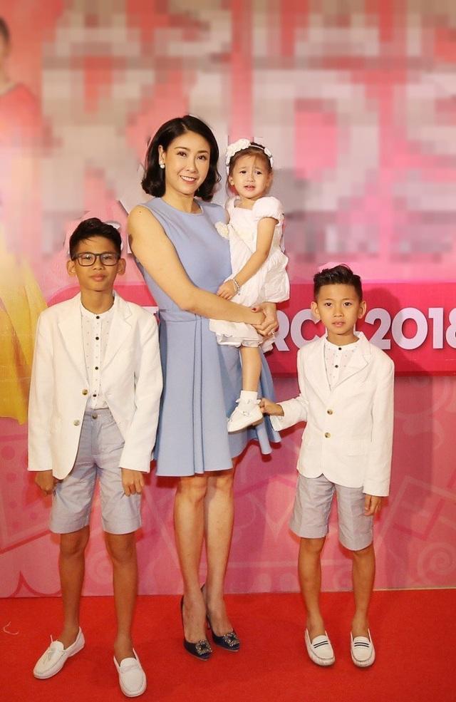 Hà Kiều Anh - Hoa hậu 3 con vẫn đẹp quên tuổi.