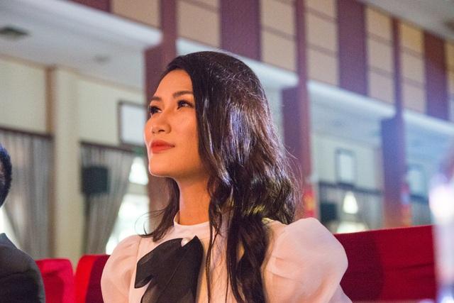 Top 10 Hoa hậu Hoàn vũ Ngọc Anh nổi bật trên ghế giám khảo - 2