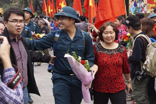 Trình độ văn hóa ĐH, CĐ, TC đạt 48,8%, 01 đảng viên, trong đó 29 công dân tình nguyện nhập ngũ.