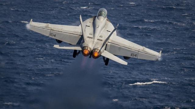 Máy bay có chiều dài 18,31m, sải cánh 13,62m, chiều cao 4,88m. Trọng lượng cất cánh tối đa lên tới 30 tấn.