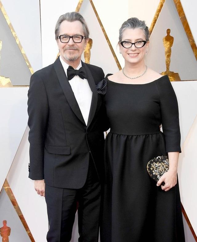 Gary Oldman tới dự lễ trao giải năm nay cùng vợ.