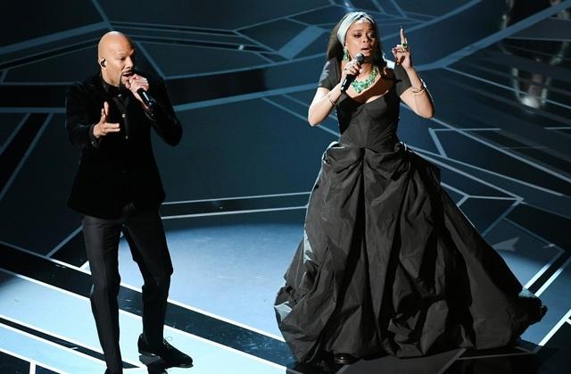 Andra Day và Common trình diễn ca khúc Stand Up For Something trong bộ phim Marshall tại lễ trao giải Oscar 2018.