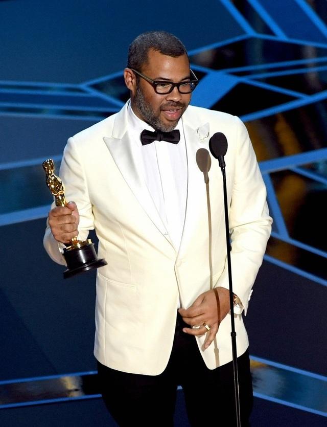 Jordan Peele nhận giải Kịch bản gốc hay nhất tại Oscar 2018 cho bộ phim Get Out.