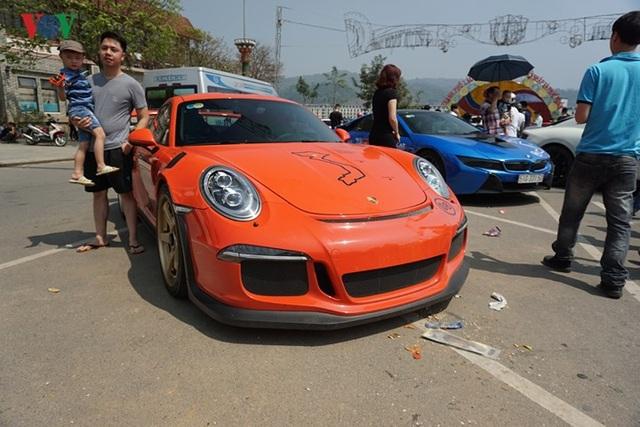 Chiếc Porsche GT3 RS do doanh nhân Quốc Cường cầm lái trong hành trình Car & Passion ngày 4/3 (ảnh: VOV)