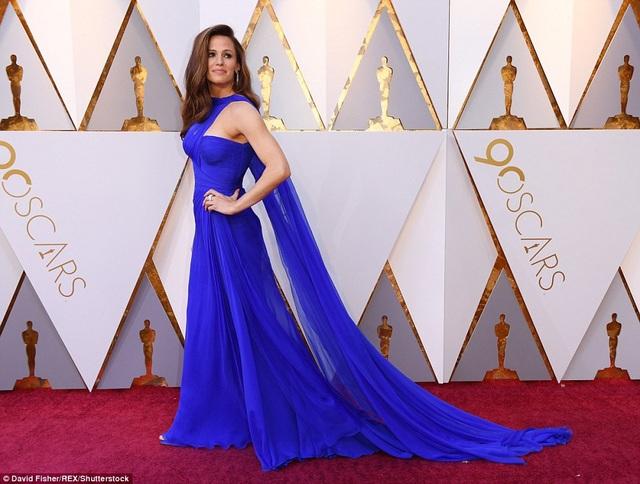 Jennifer Garner đẹp kiêu sa trong bộ váy xanh