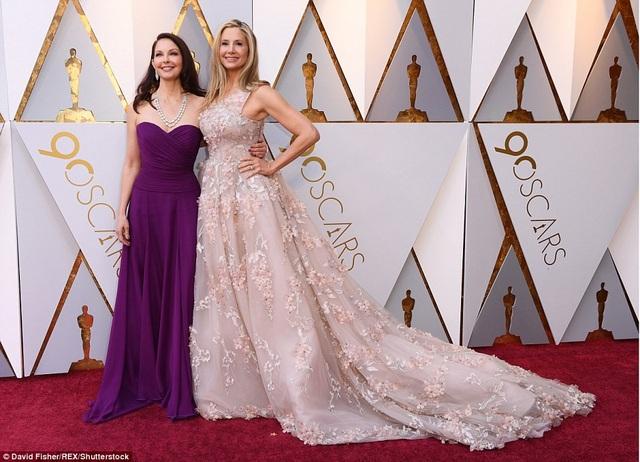 Ashley Judd và bạn thân Mira Sorvino