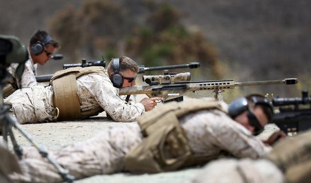 Súng bắn tỉa tầm xa M107 sử dụng cỡ đạn vượt trội 12.7x99mm và tầm bắn lên tới gần 2.000 m (Ảnh: US Army)