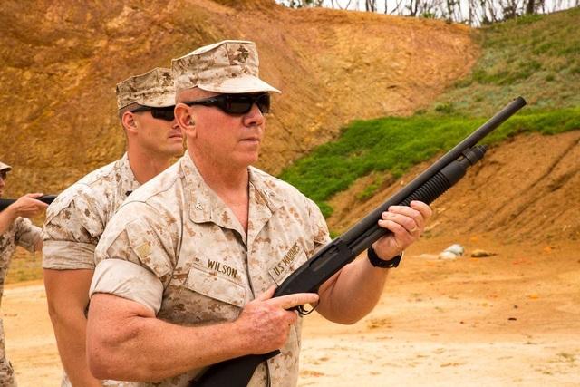 Shotgun M590 có nhiều điểm tương đồng với M500 và chỉ khác một số điểm nhỏ như phần bóp cò hay chiều dài nòng súng. (Ảnh: DVIDS)