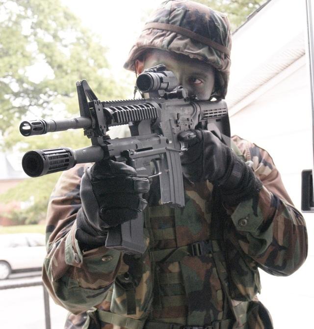 Súng trường M26 có khả năng tháo lắp dễ dàng là sự kết hợp của súng trường kiểu M4 với súng máy, cho phép xạ thủ tránh tình huống hết đạn đột ngột. (Ảnh: Wikimedia)