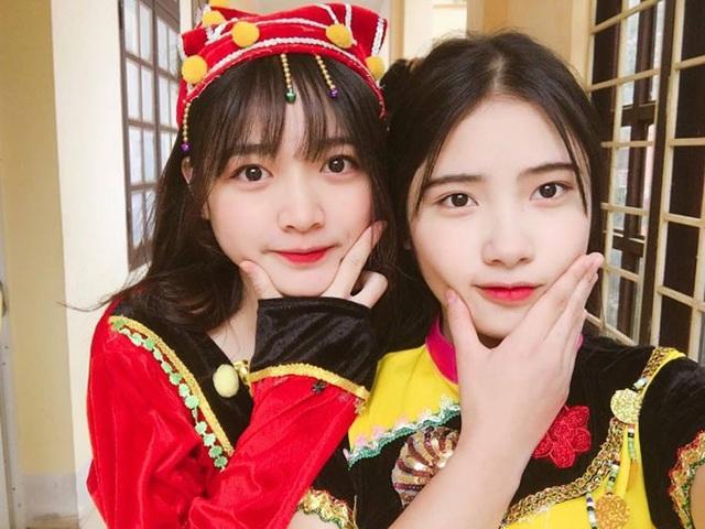 Thanh Thảo (bên phải) xinh đẹp bên bạn thân.