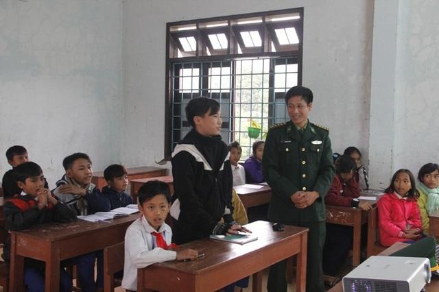 Các học sinh được trình bày hiểu biết của mình về các nội dung bảo vệ biên giới