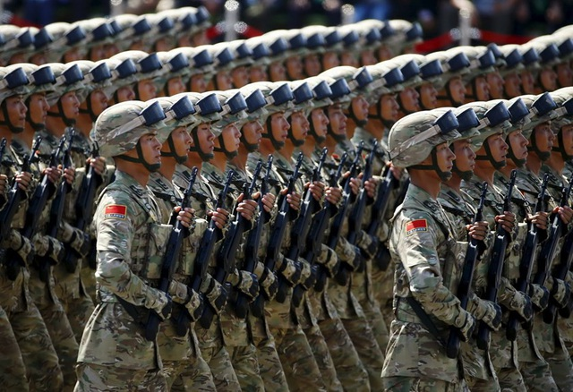 Binh sĩ Trung Quốc tham gia một cuộc diễu binh. (Ảnh: Reuters)